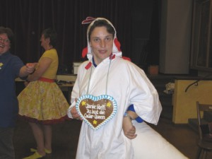 Steffi im Huhn-Kostüm