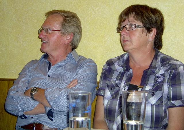 Georg und Elli schauen gebannt zu